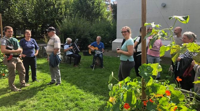 Saisonabschluss im Quartiergarten und Startanlass Biblio-Café